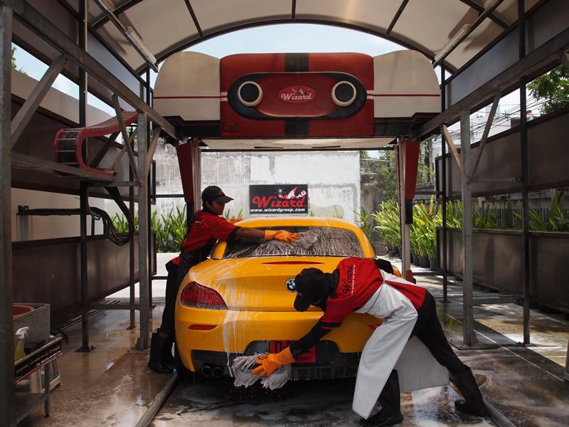 Myjnia bezdotykowa – szybki sposób na czyste auto