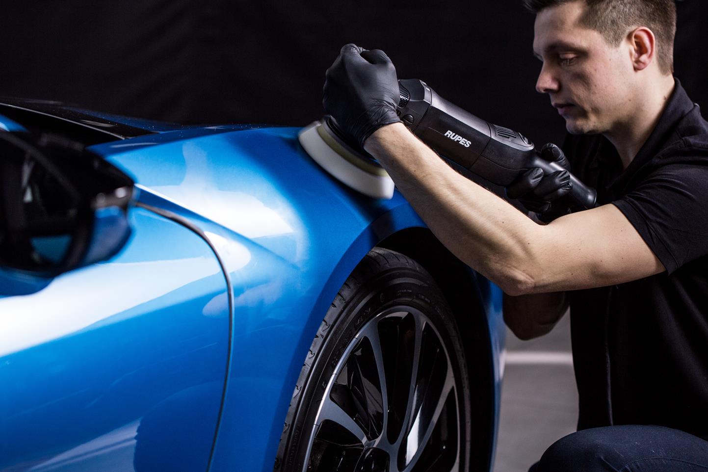 Profesjonalne polerowanie samochodu – co jest potrzebne