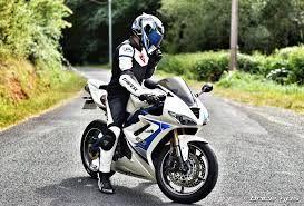 Jak wybrać motocyklowy kombinezon skórzany?