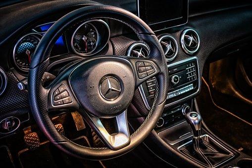 Jakie akcesoria samochodowe przydadzą się każdemu kierowcy