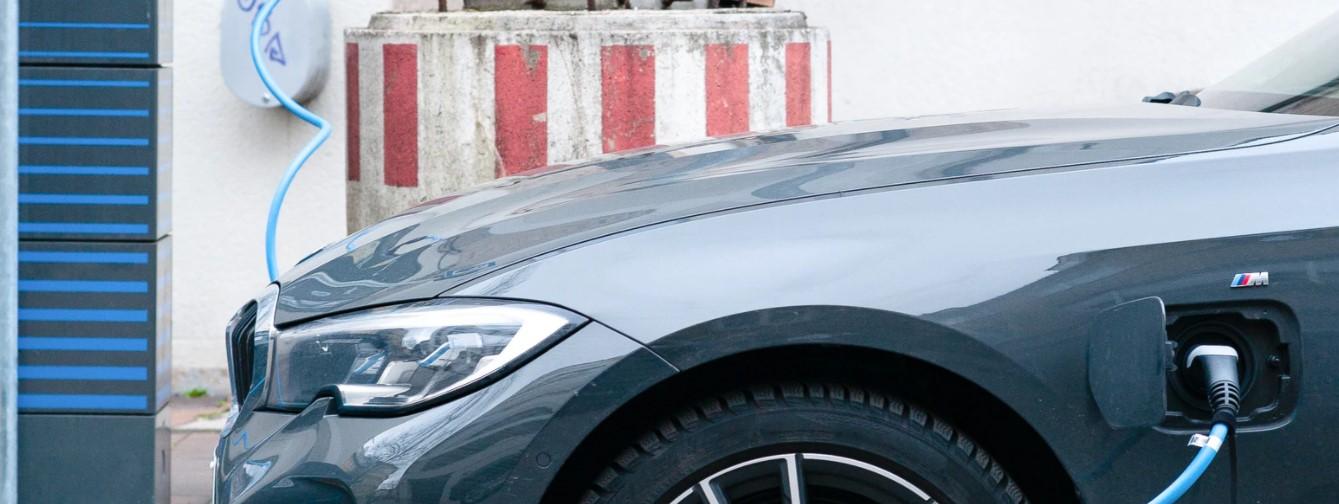 Ładowarki prądu zmiennego do samochodów - jakie są ich zalety?
