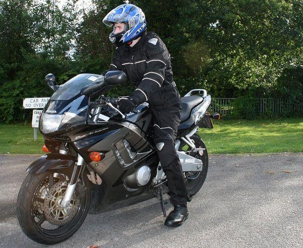 Jaka powinna być bezpieczna odzież motocyklowa?